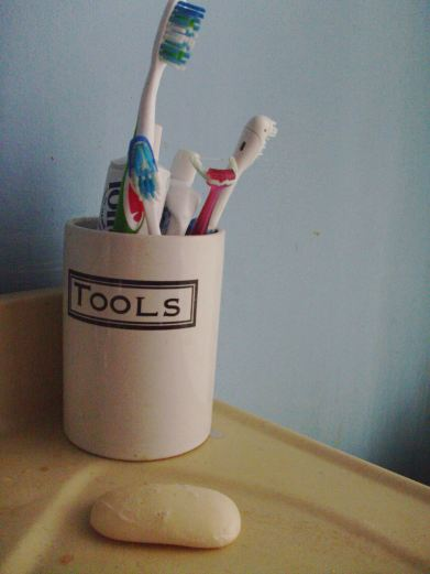 ceramic toothbrush holder